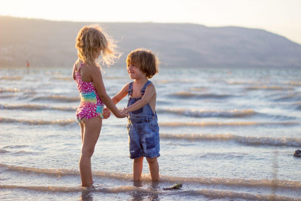 Как научить ребенка эмпатии: 4 совета от специалиста по уходу за детьми