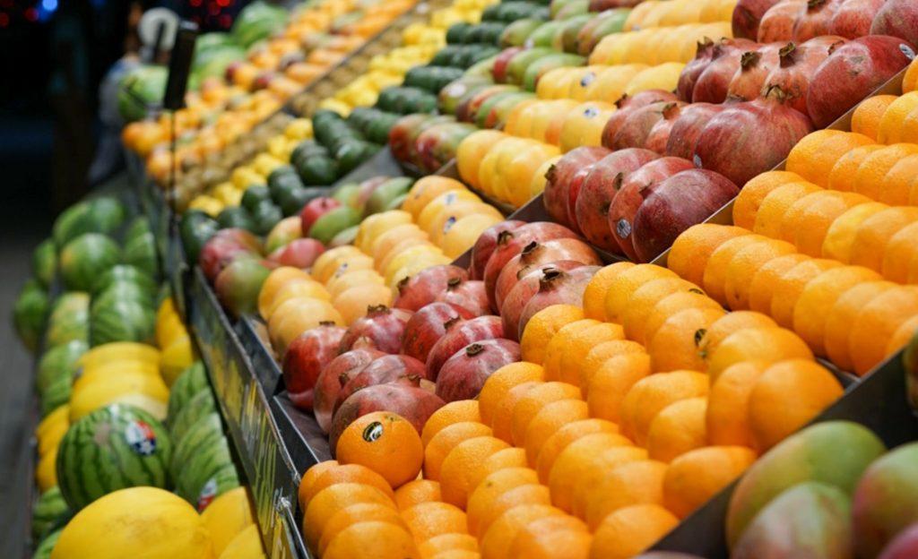 Что произойдёт с телом, если случайно съесть наклейку на овоще или фрукте