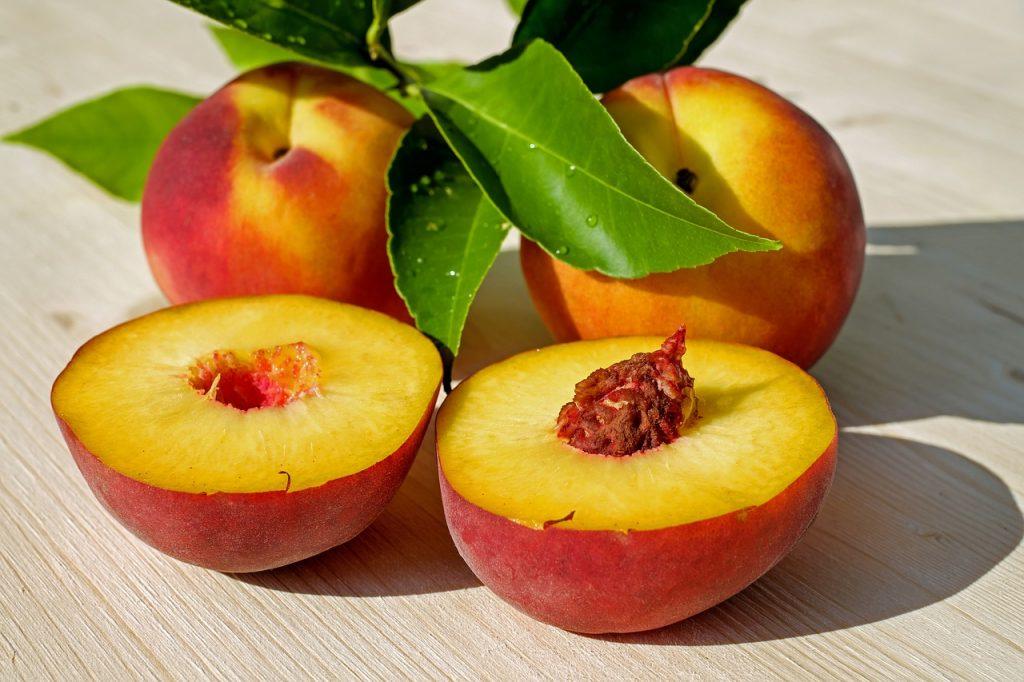 Правильный способ быстро нарезать персики и нектарины, о котором вы не знали