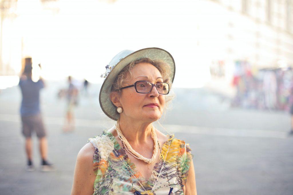 4 вещи, которые нельзя делать людям старше 65 лет в жаркий день