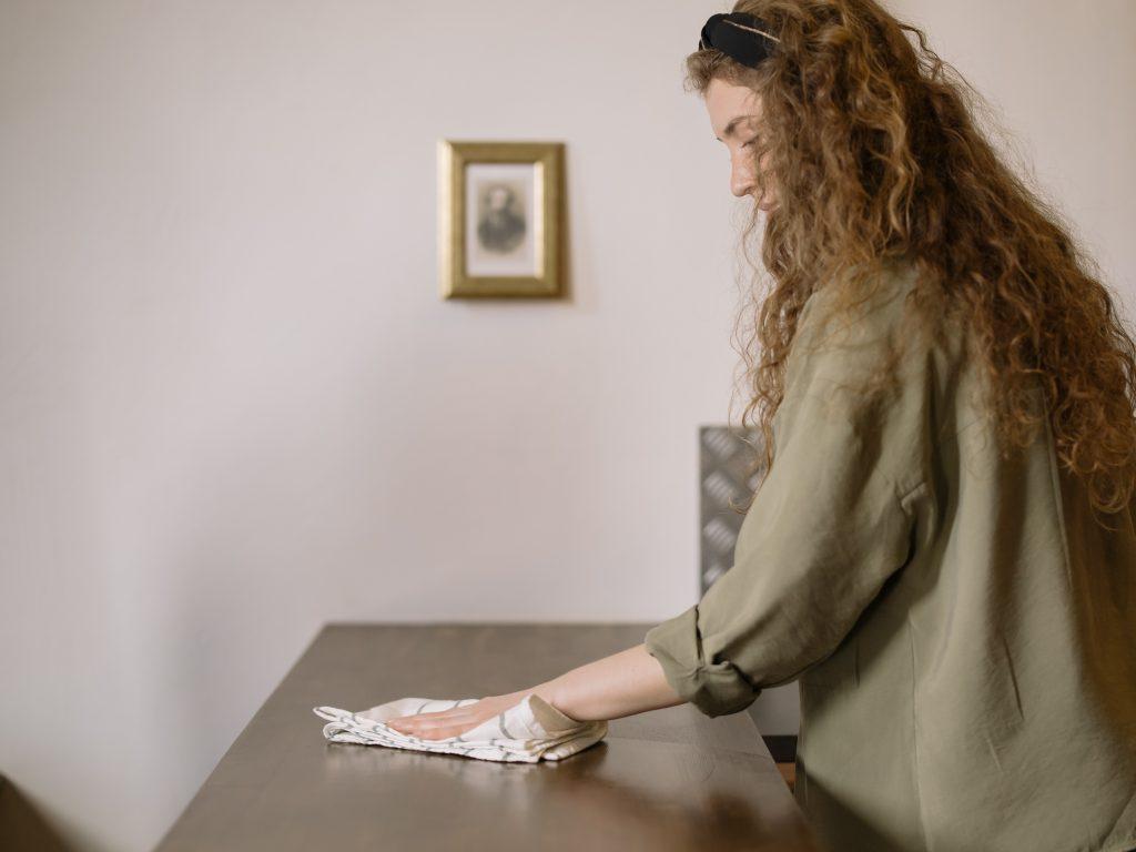 Как уменьшить количество пыли в доме (и перестать её вытирать каждый день)