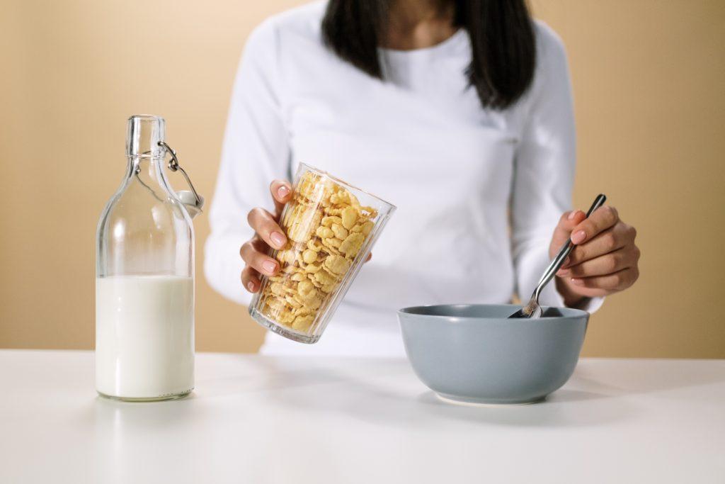 Вас трясёт перед едой? Что на самом деле означает данный симптом