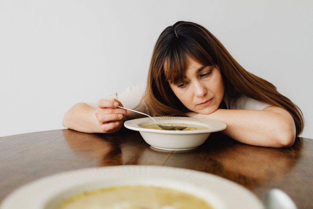Неочевидное время дня, когда лучше всего обедать для своего пищеварения