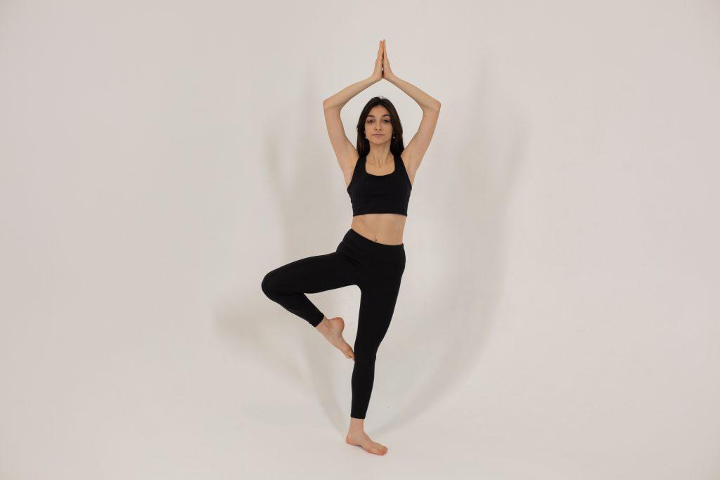 Элементарное упражнение для развития равновесия, чтобы вы меньше падали в жизни