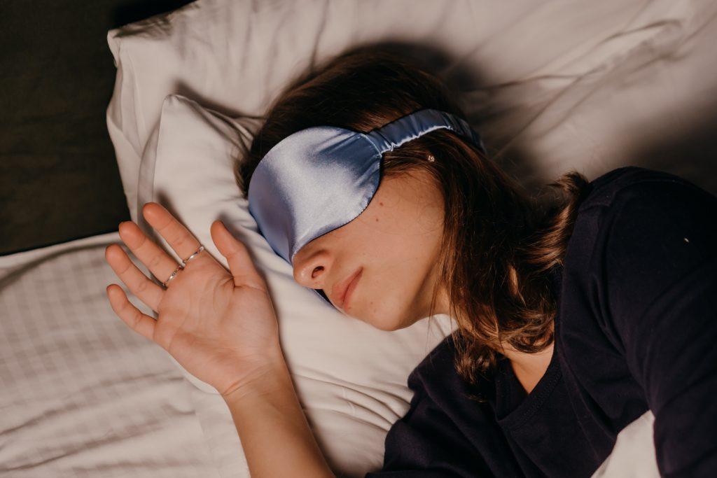 Не роскошь, а необходимость: преимущества масок для сна, о которых мало кто знает