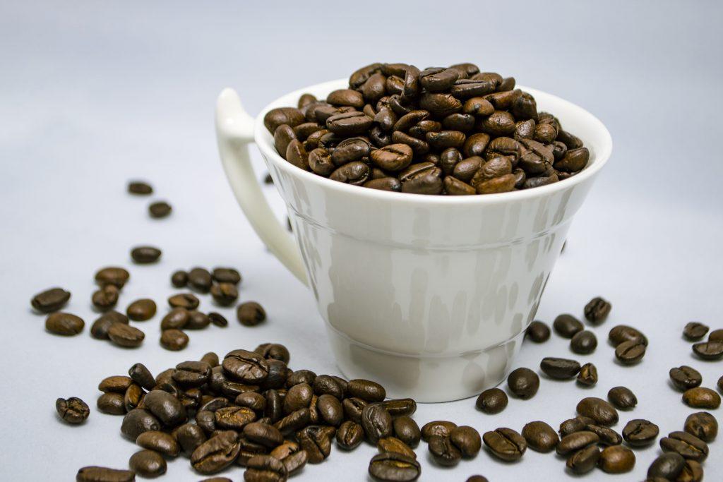 Правда ли, что небезопасно пить кофе, когда принимаешь какие-либо лекарства?