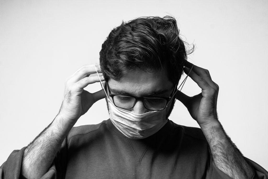 Чем отличается COVID у привитых от болезни у непривитых: руководство по симптомам