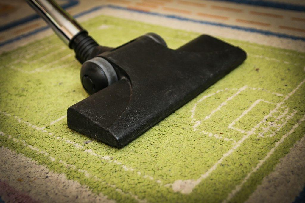 Частая ошибка с пылесосом, которая сводит на нет всю вашу уборку по дому