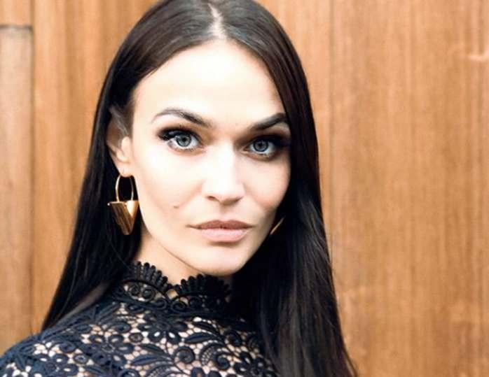 Алёна Водонаева вышла на публику в эффектном образе