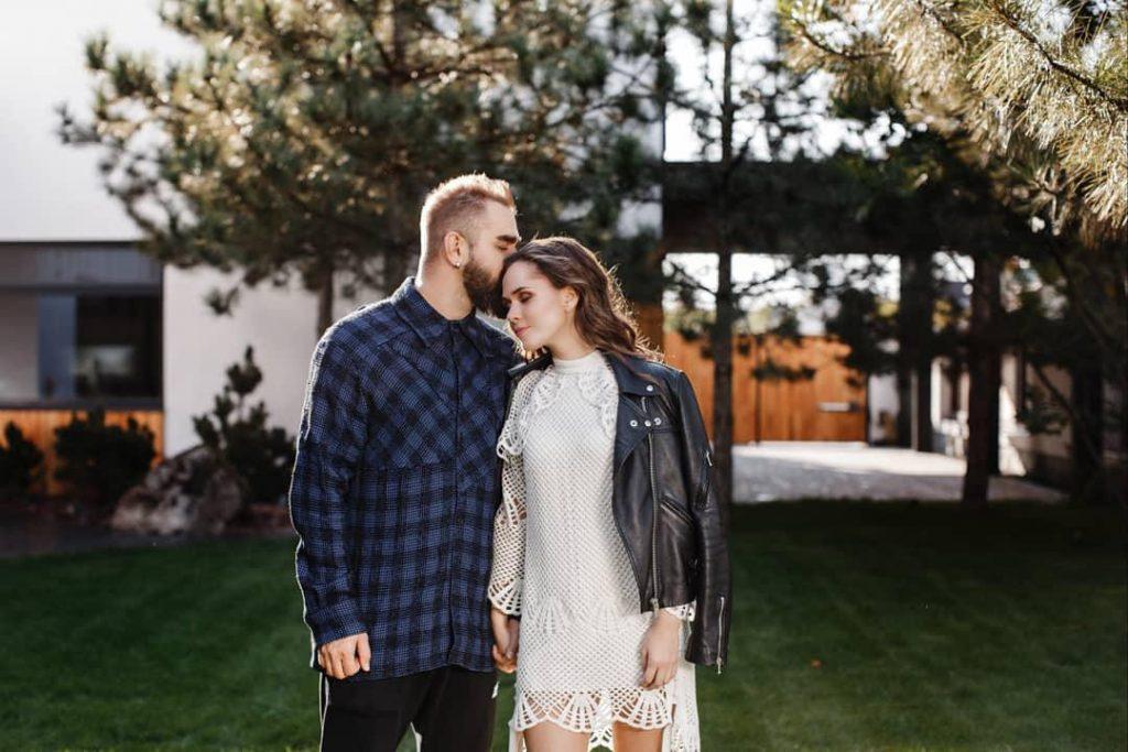10 лет вместе: Юлия Санина трогательно поздравила мужа с годовщиной свадьбы