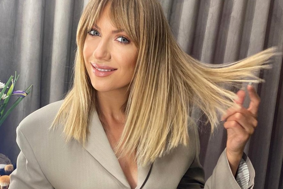 Леся Никитюк примерила самую модную блузку этого сезона