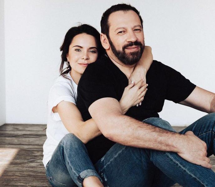 Красивая пара: Лилия Подкопаева вместе с мужем прогулялась по Крещатике