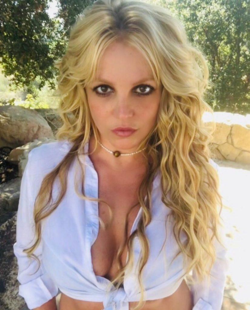 Бритни Спирс назвала причину, почему исчезла с Instagram