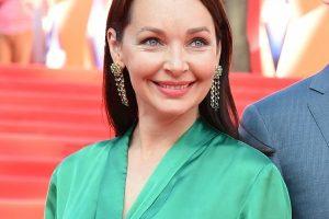 Наталья Антонова нарастила длинные волосы