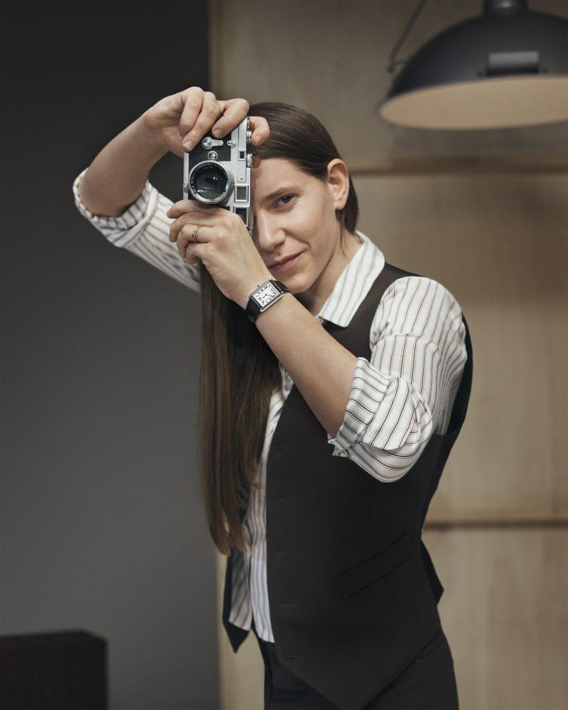 CARTIER пригласили сразу нескольких фотографов снять кампейн новой модели часов
