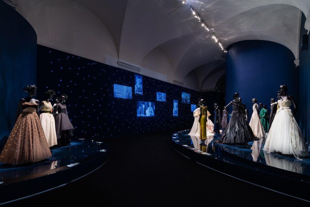 Грандиозный запуск: в Нью-Йорке показали выставку о Кристиане Диоре