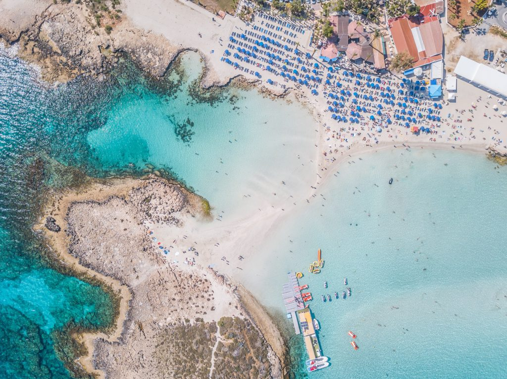 Летняя погода, чистые пляжи и другие причины отправиться на Кипр в ближайшее время