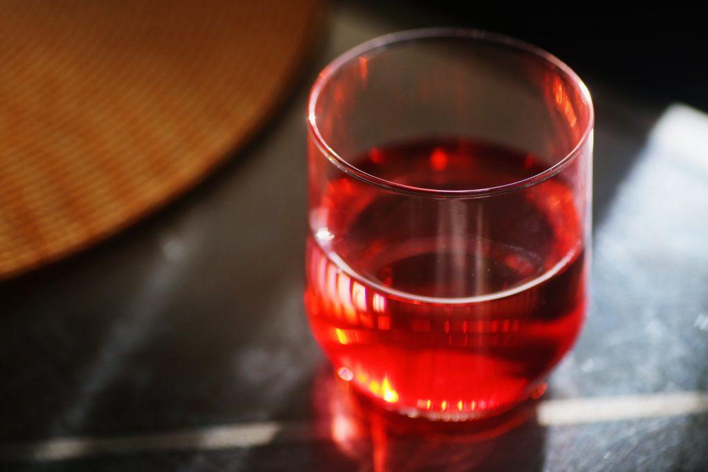 Сок, который особенно полезен для здоровья и стабильности гормонов женщин