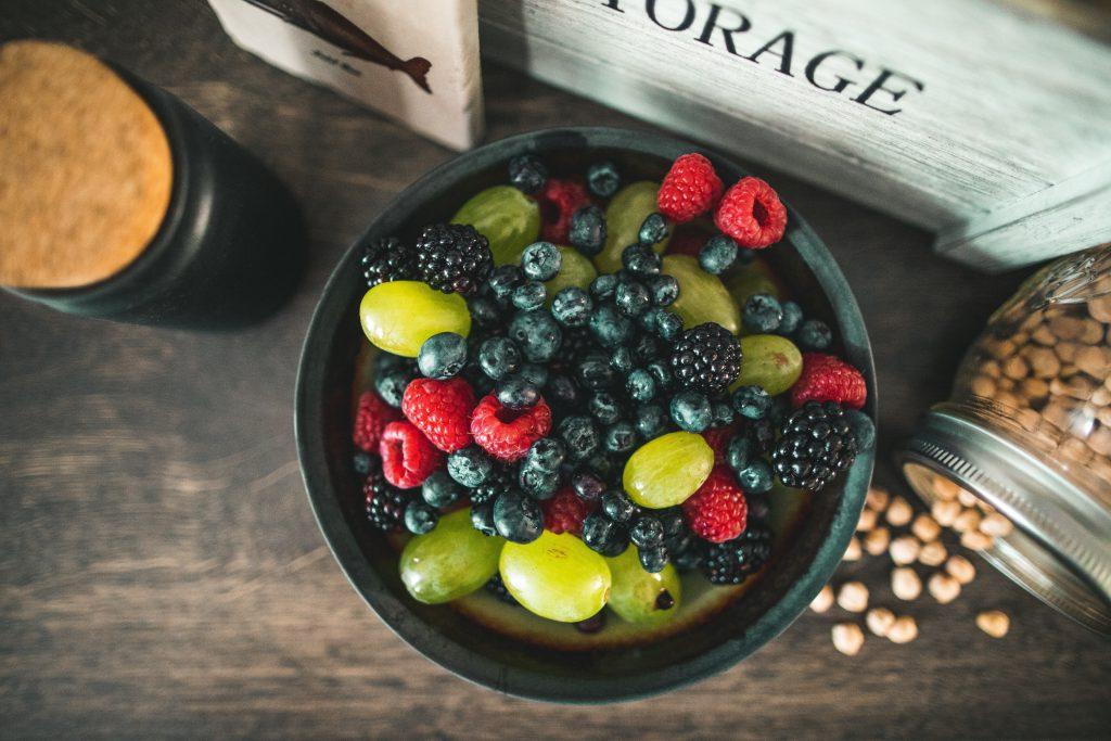 Какую ягоду нужно начать есть прямо сейчас, чтобы избежать болезни Альцгеймера