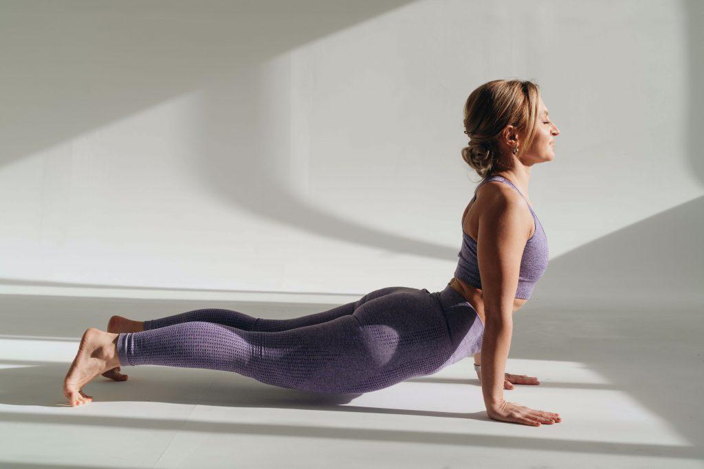 30-секундная поза из йоги, которая улучшит осанку и гибкость позвоночника
