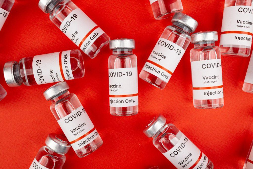 Стало известно, какая вакцина больше всего защищает от тяжелой формы COVID-19