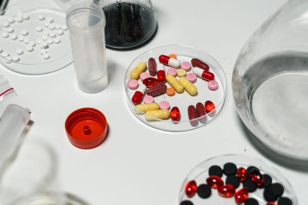 Инфекционист назвал лекарство, которое нельзя принимать для борьбы с COVID-19