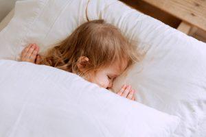 Как долго должны спать малыши в возрасте 1-3 года днём? Рассказывает эксперт