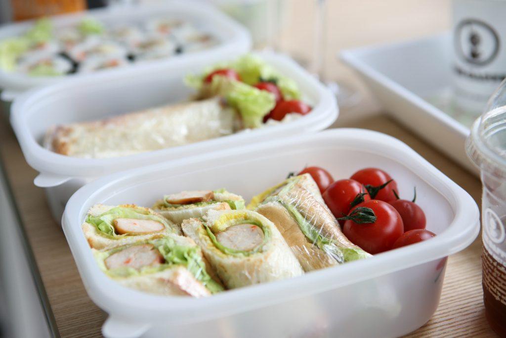 Гениальный совет, как предотвратить появления пятен от еды на контейнерах