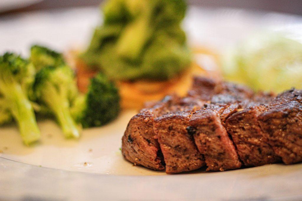 Ошибка, которую каждый хотя бы раз совершал с приготовленным мясом