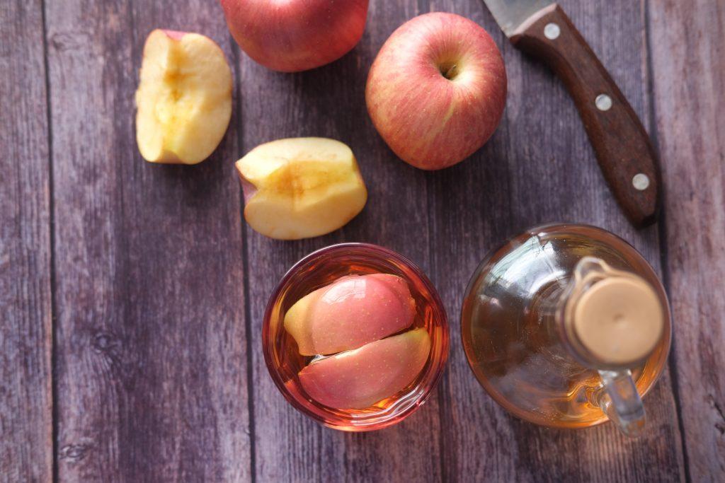 С чем смешать яблочный уксус, чтобы устранить боль в горле: 2 домашних рецепта