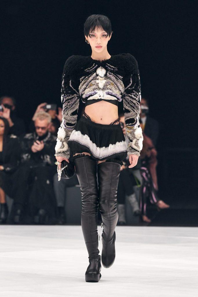 Почти кутюр: чем удивили Givenchy в новом запуске