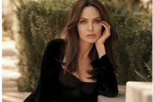 Анджелина Джоли снялась в невероятной фотосессии над водой