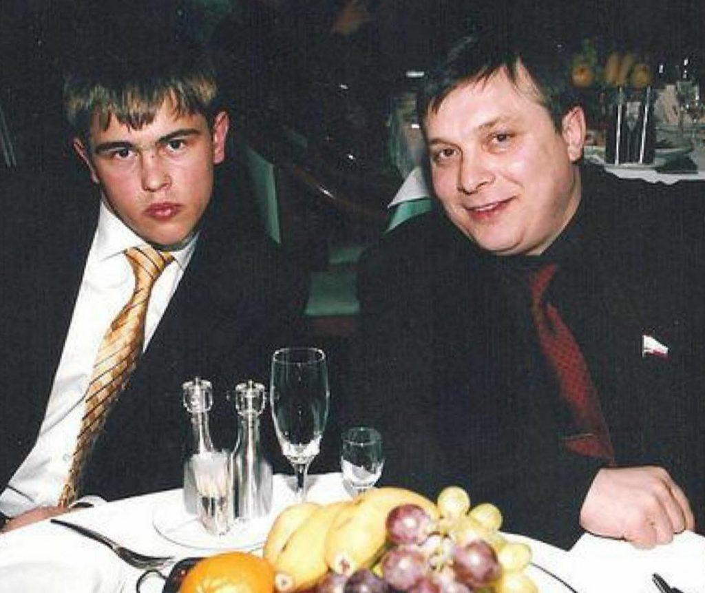 Андрей Разин засыпал сеть фотографиями старшего сына