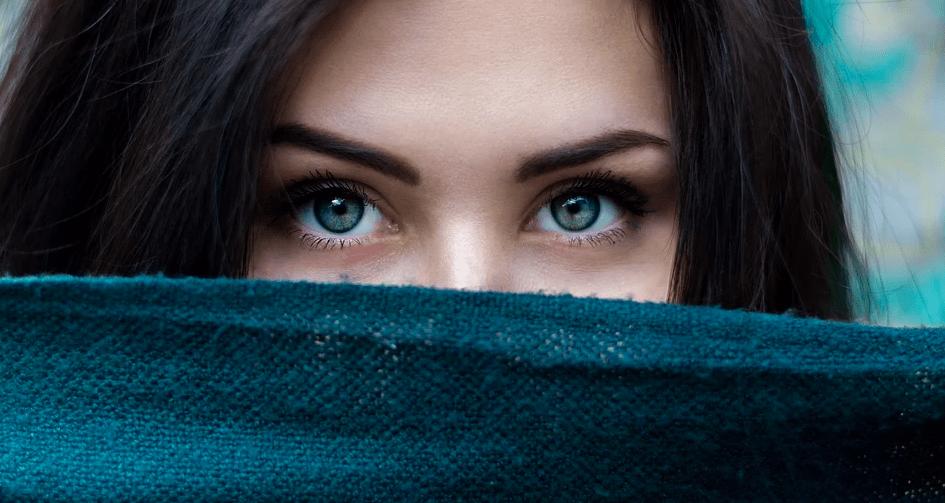 3 экспресс-метода, которые помогут быстро убрать мешки под глазами