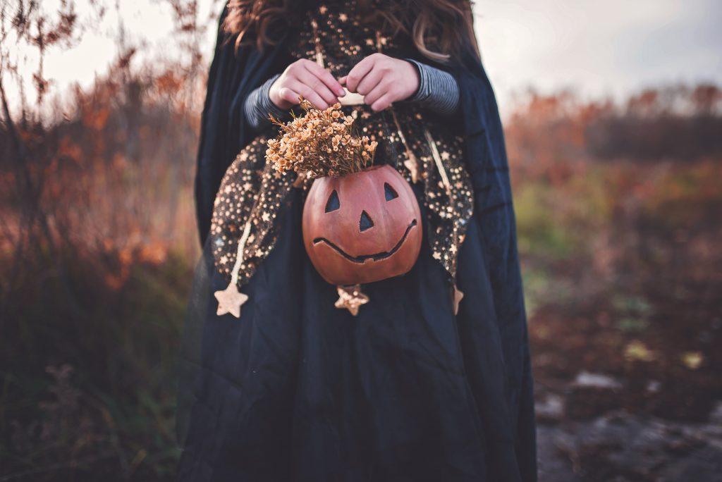 Куда поехать на Хэллоуин 2021 в Украине: интересные и мистические места