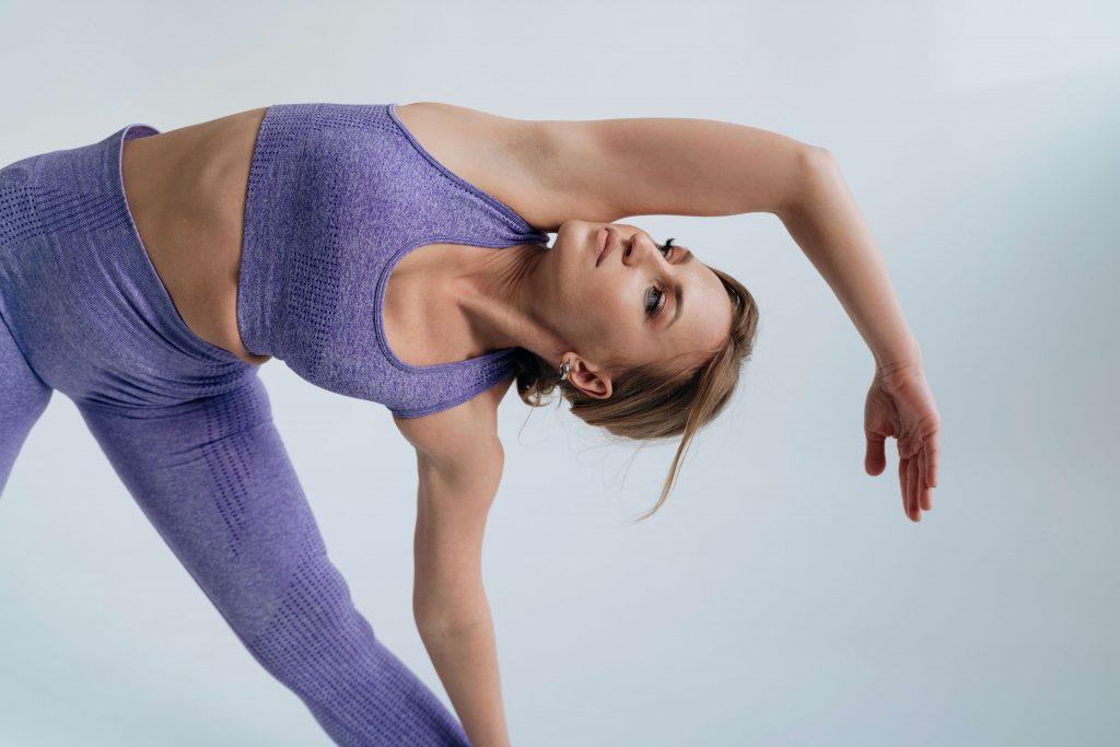 30-секундное упражнение, которое сделает вас более гибкой и улучшит осанку