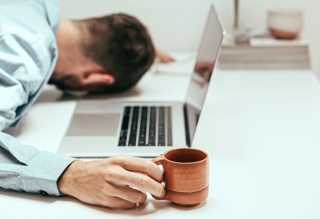 Эксперт объяснил, почему от кофе хочется больше спать (что можно предотвратить)