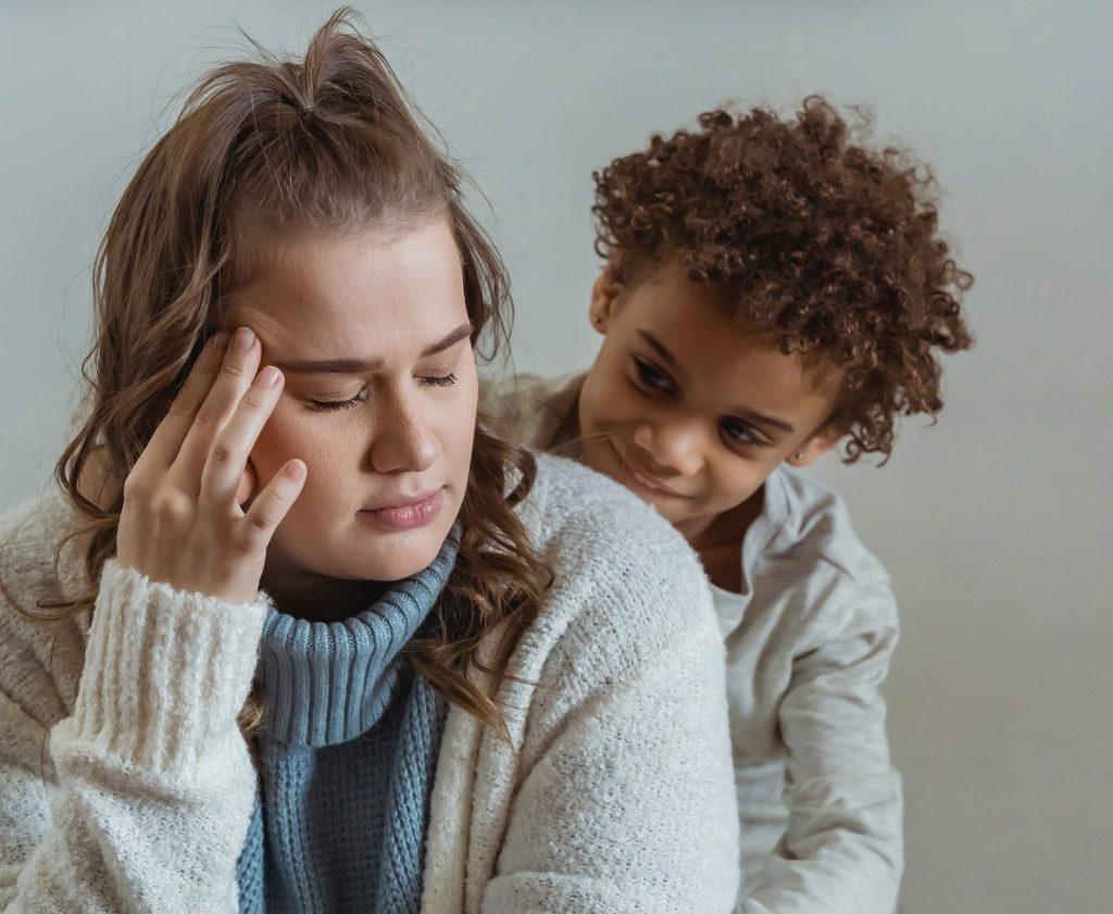 Как побудить ребенка перестать отвлекать и перебивать вас: совет №1