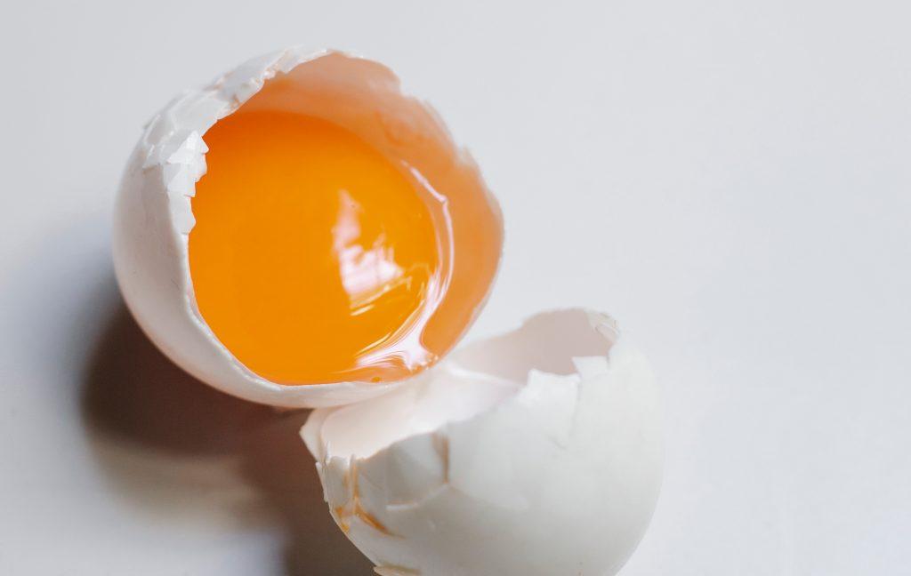 Если у разбитого яйца вы заметили следующее, его нельзя есть