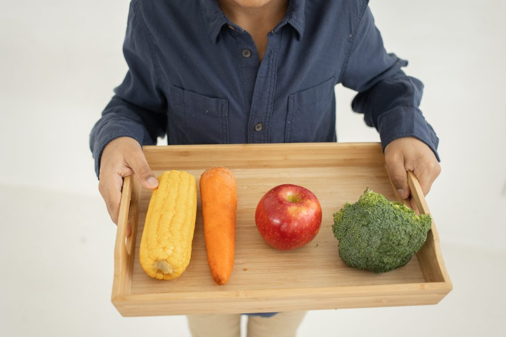 Каких фруктов не должно быть рядом с морковью, т.к. они ускоряют её гниение