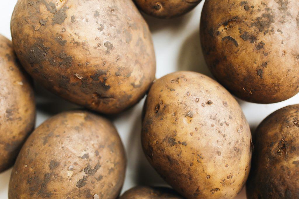 Если у сырого картофеля появился такой запах, немедленно выбросьте его